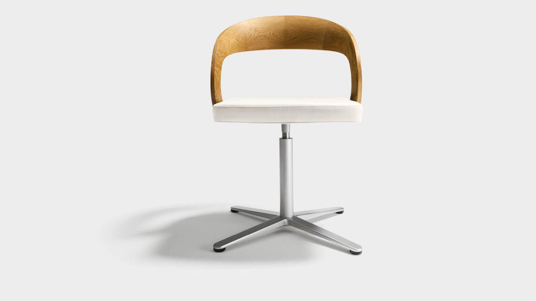 """Вращающееся кресло """"girado"""" на крестовине, со спинкой из дуба, вид спереди"""