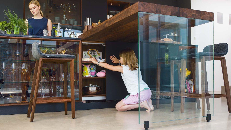 Designerküche black line mit Anbautisch mit Glasseitenteil