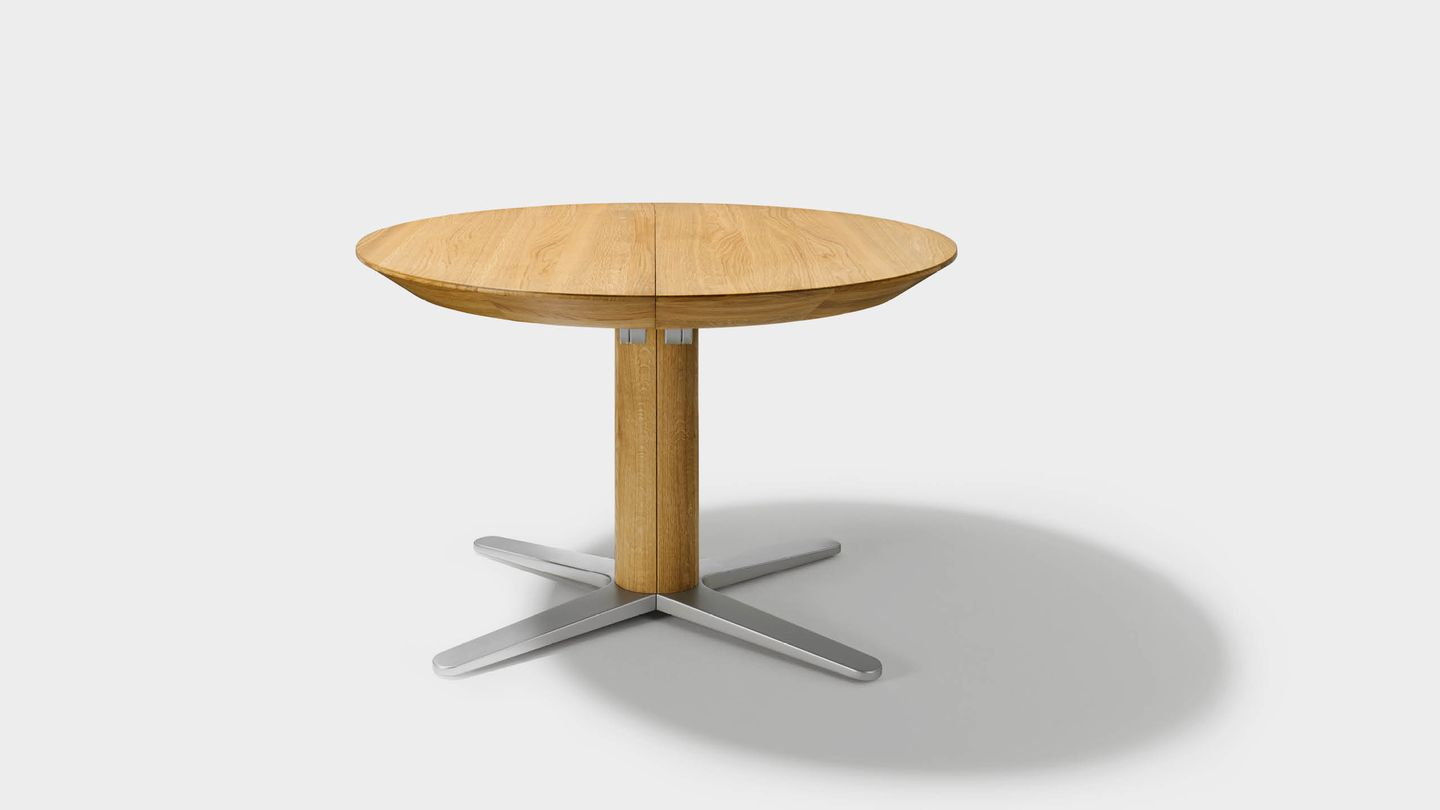girado round dining table in oak