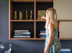 """Стенная мебель """"cubus"""" из массива дерева с деталями ручной работы"""