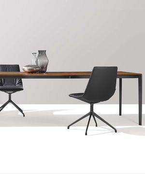tak extendable table with metal frame in matt black