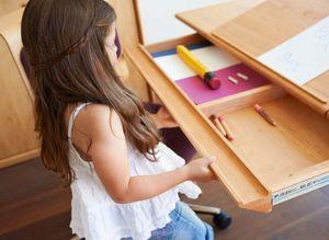 Scrivania mobile regolabile in altezza con con cassetto
