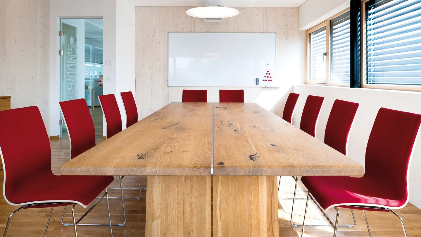 TEAM 7 nox table from the front in the conference room of the company Hafnertec