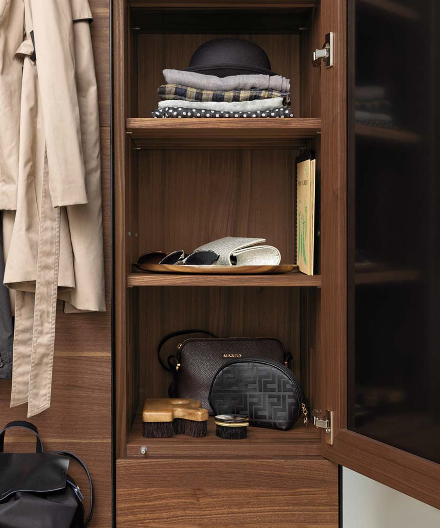 cubus pure coat cabinet with plenty of storage space