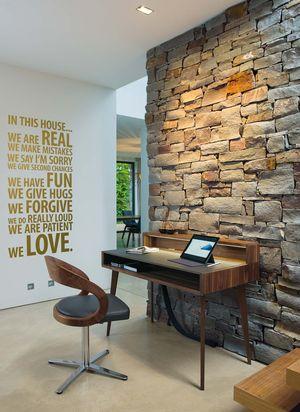 Schreibtisch sol aus Massivholz mit girado Drehstuhl in Leder und Holz