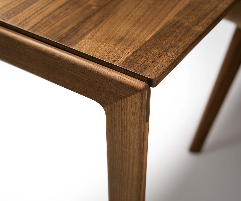 Table extensible tak en noyer