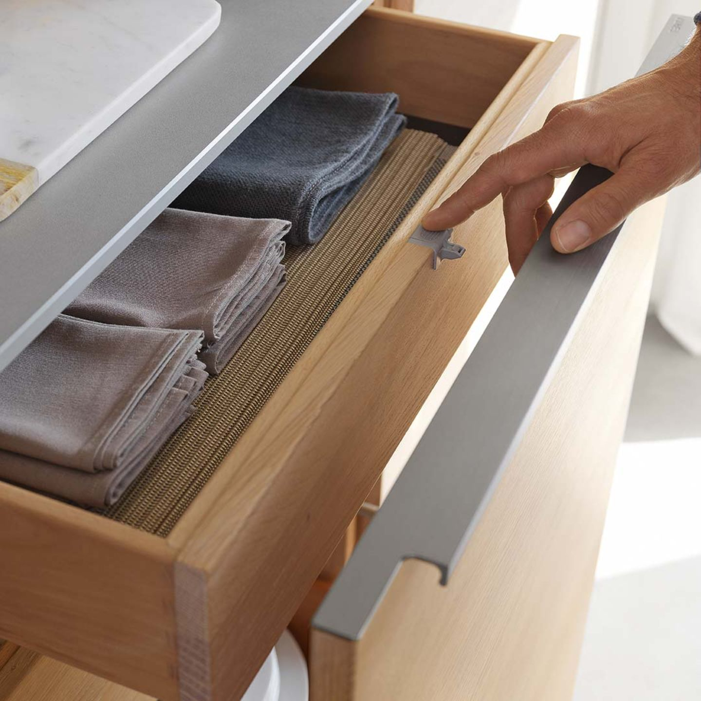 Cucina filigno in legno massello con cassetti interni