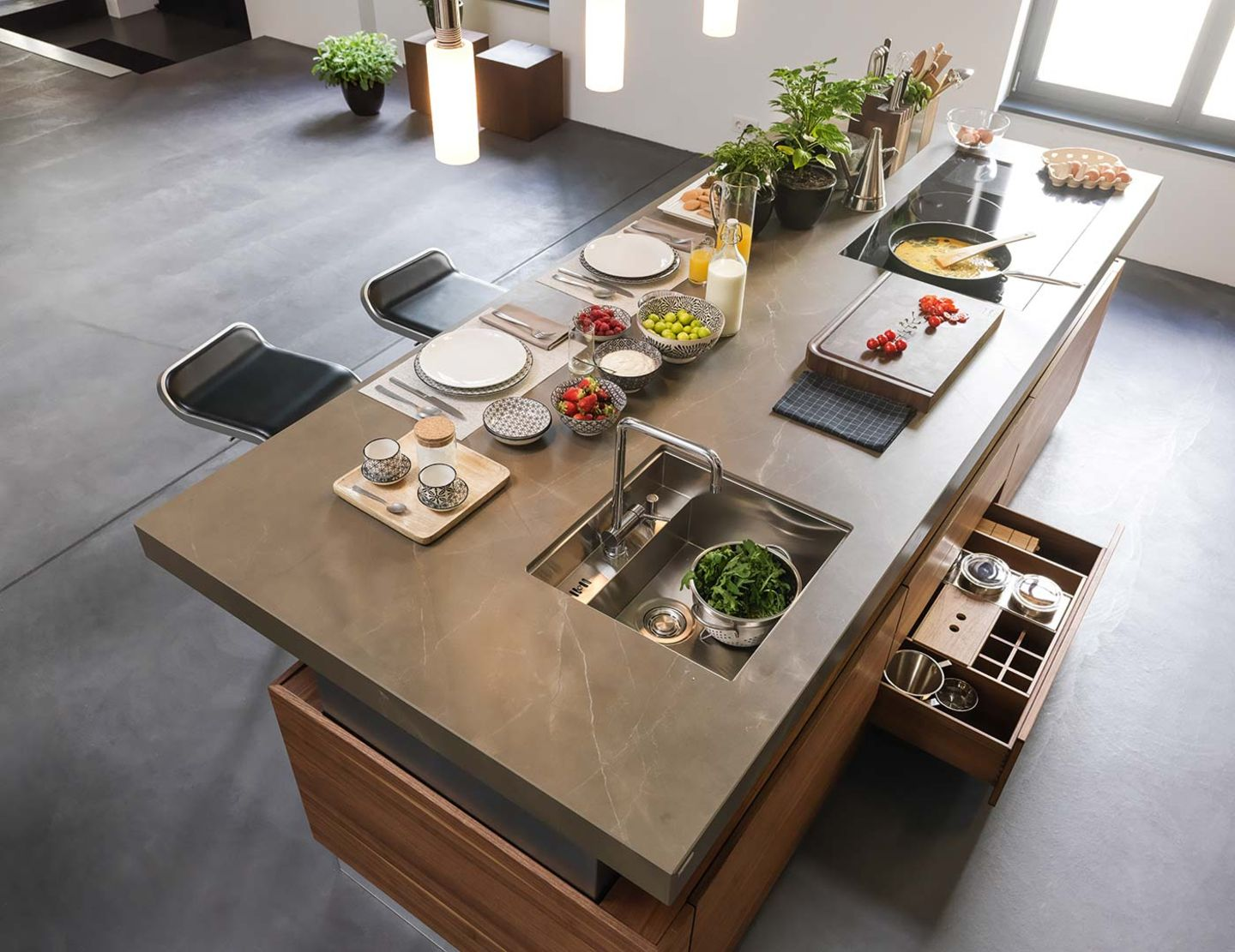 Height-adjustable k7 kitchen island with large worktop from above