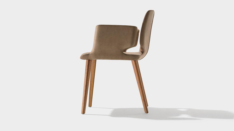 Stuhl aye seitlich in Nussbaum