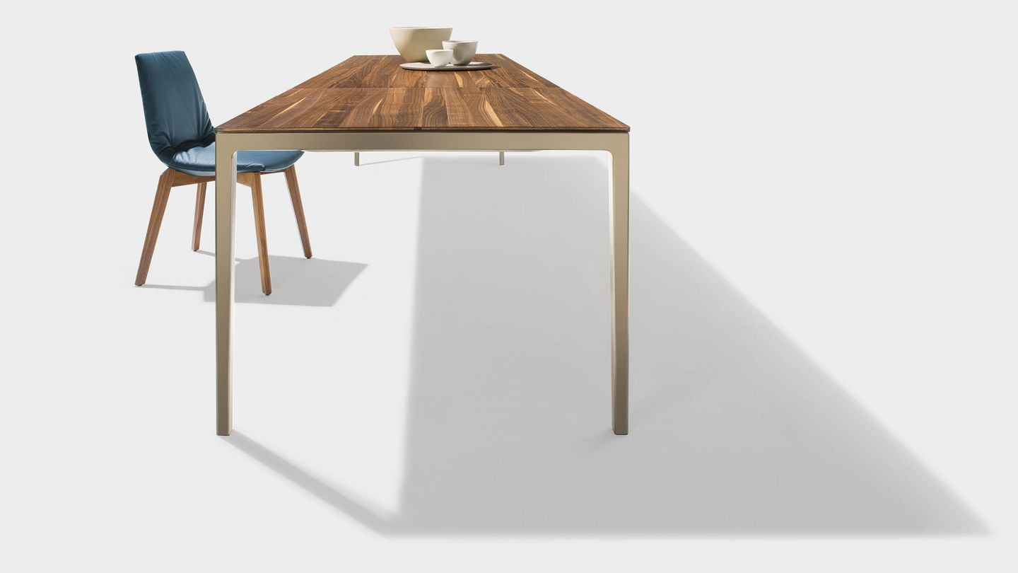 tak extendable table with lui chair