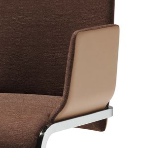 Stuhl Freischwinger f1 in Stoff und Leder kombiniert