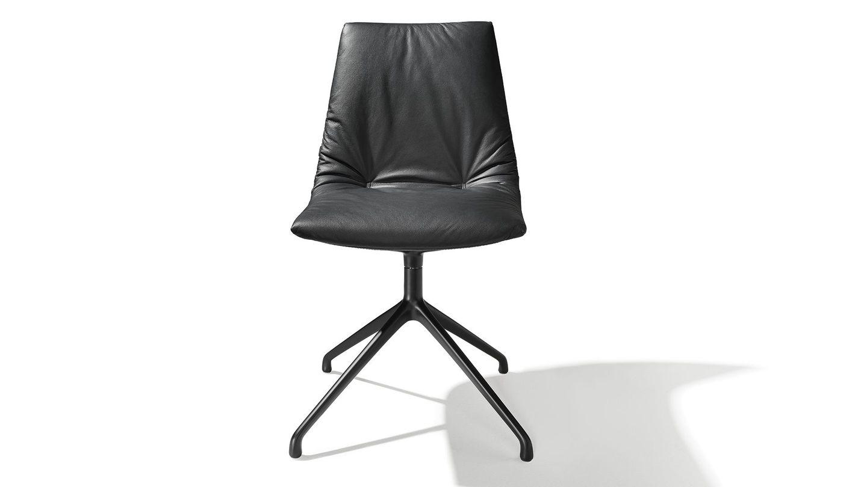 lui Stuhl mit Drehgestell und schwarzem Leder.