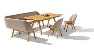 flor Eckbank mit taso Tisch und flor Stühlen in Eiche von TEAM 7