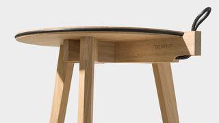 Design-Beistelltisch hi! aus massivem Naturholz