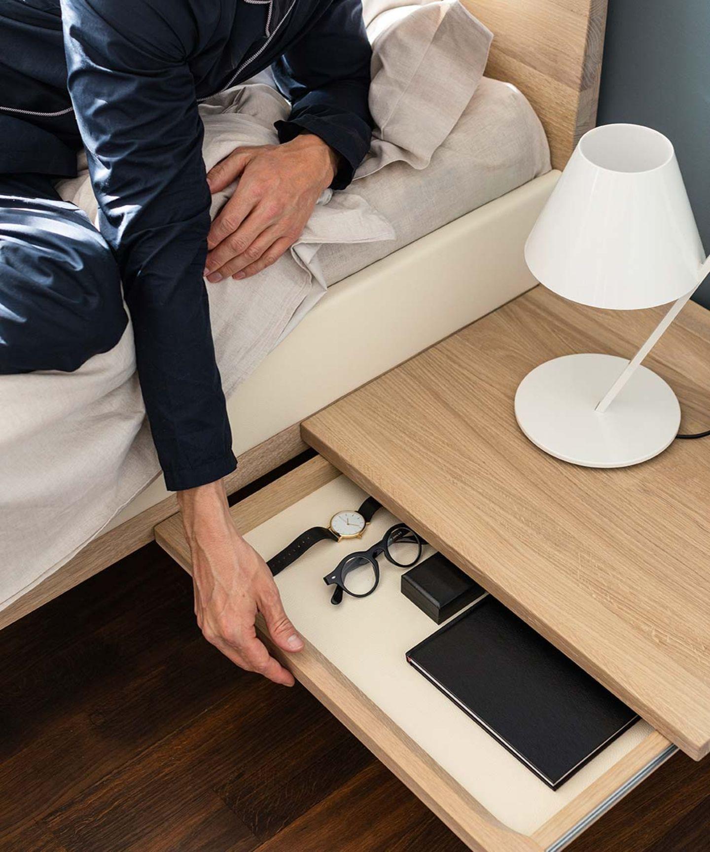 Кровать riletto с консолями, оборудованными ящиками