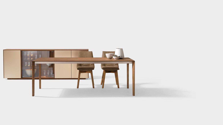Table extensible tak avec piétement en bois et chaises lui