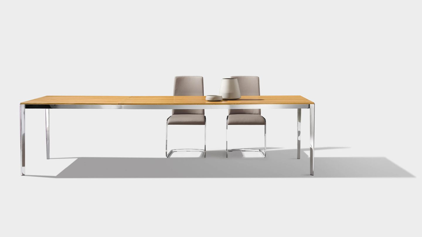 tak extendable table with f1 chairs