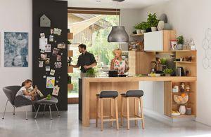Holzküche l1 in Erle mit ark Barhocker