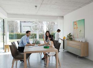 Tavolo allungabile tak con piedi in legno e sedie lui