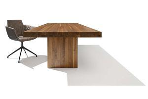 Tisch tema mit massiver Holzwange in Nussbaum