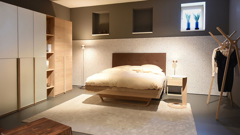float Bett mit Leder Hauptteil