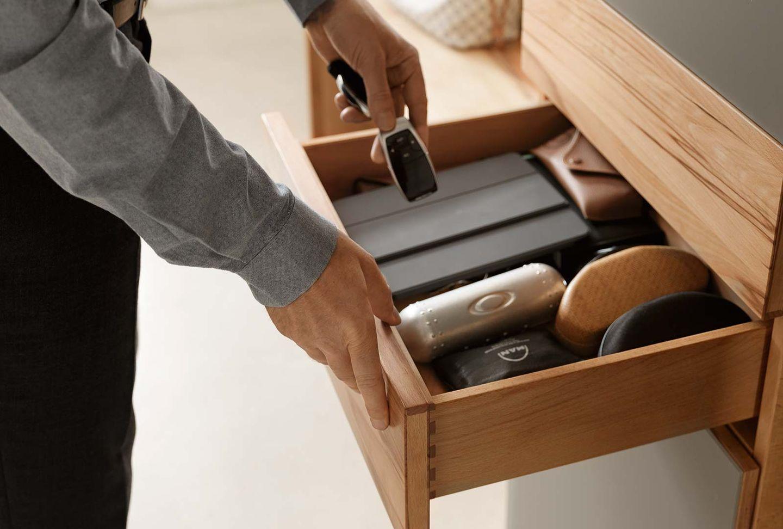 Ingressi cubus con cassetti in legno naturale