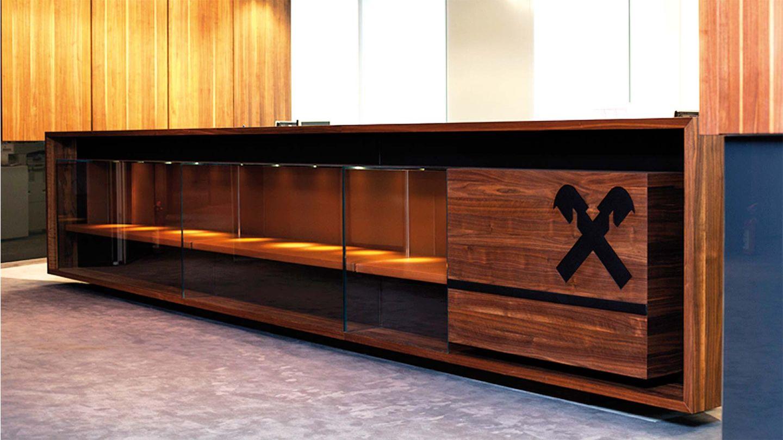 Massgefertigtes TEAM 7 Möbel in der Raiffeisenbank Bukarest