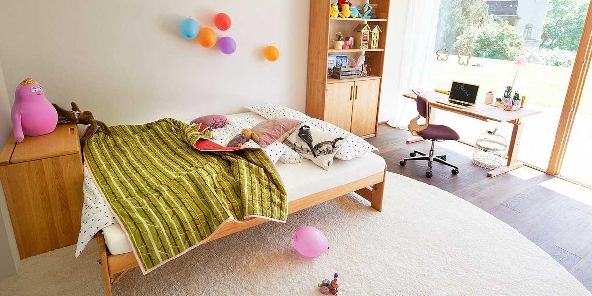 mobile Kinderzimmer mit Schreibtisch und Drehstuhl von TEAM 7 Berlin