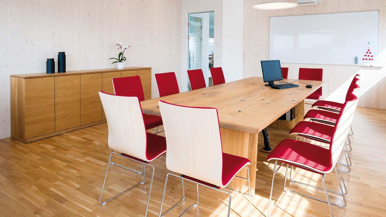 Table nox de TEAM 7 dans la salle de réunion de la société Hafnertec
