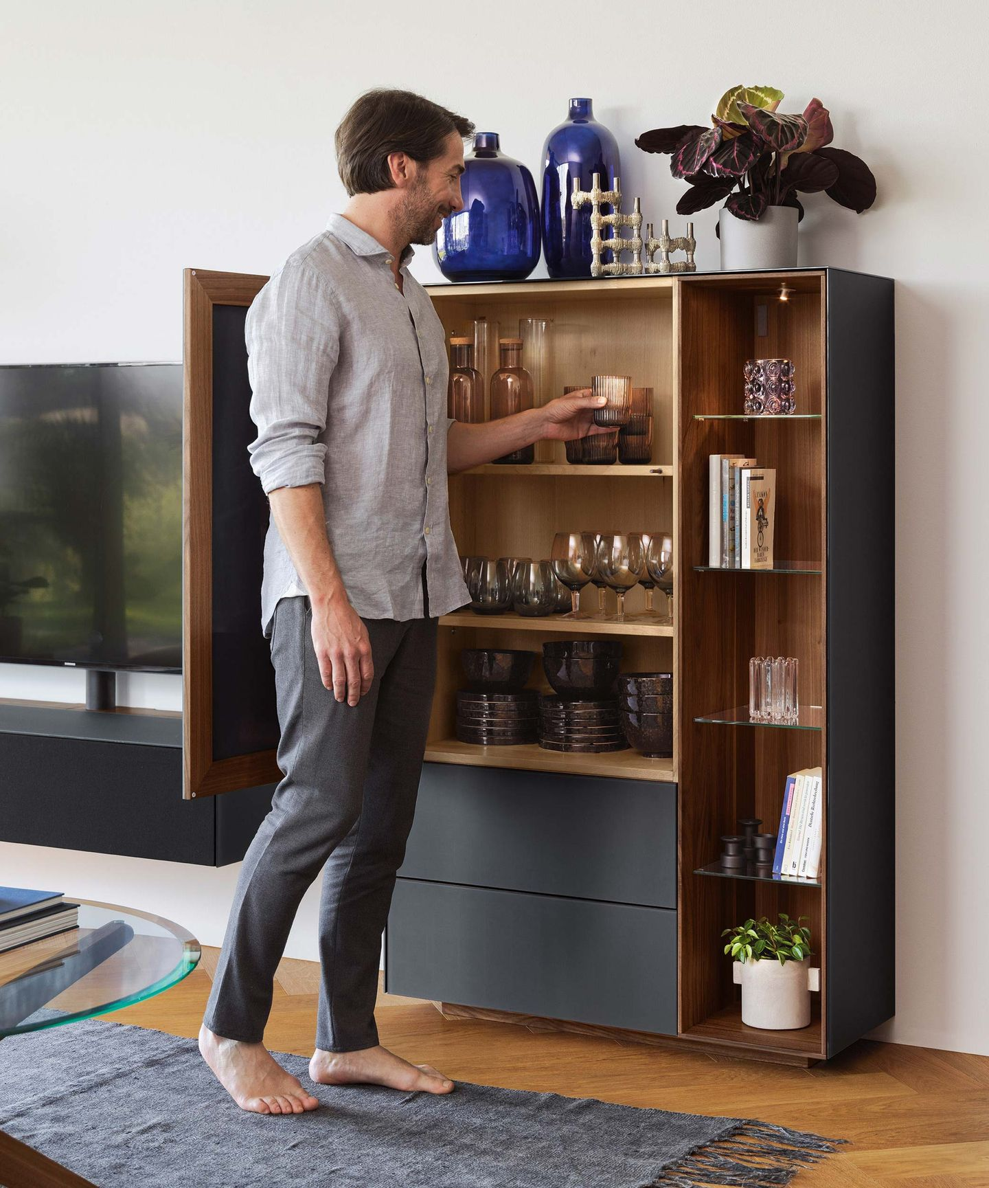 cubus pure highboard in walnut with coloured glass in anthracite