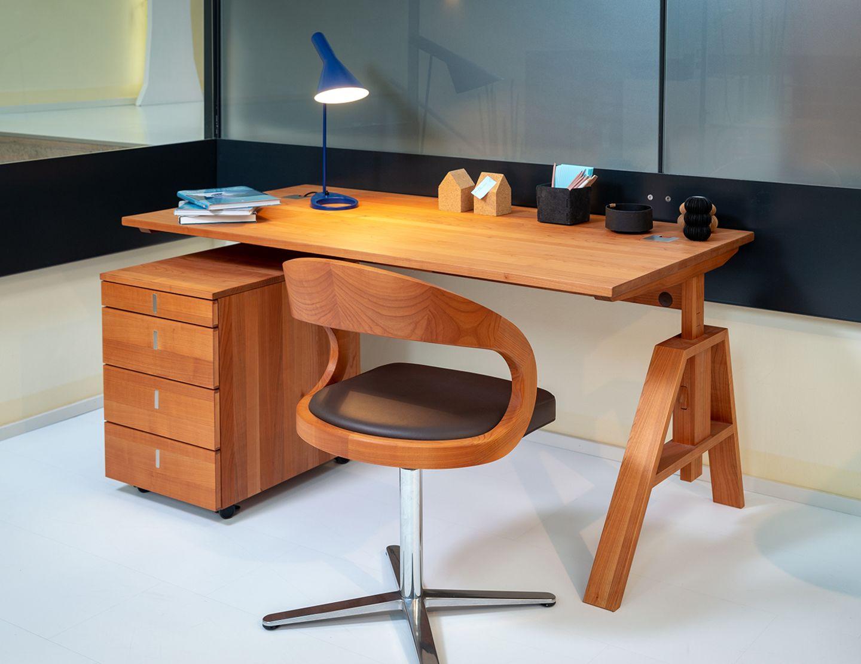 atelier Schreibtisch bei TEAM 7 Hamburg Altona