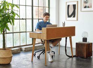 """Офисное кресло lui plus с """"умным"""" письменным столом sol"""
