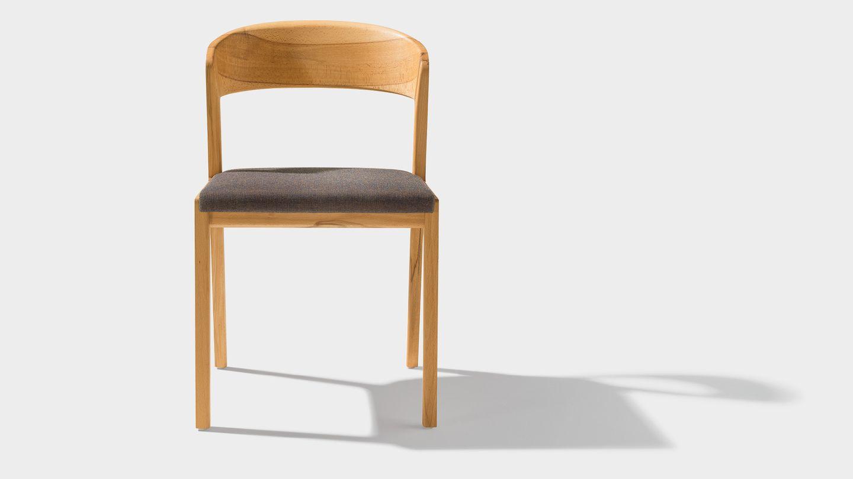 Stuhl mylon frontal mit Stoff-Sitzfläche in Kernbuche