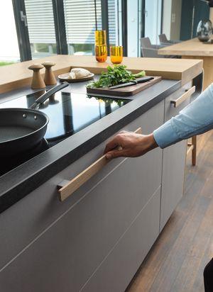 Деревянная ручка в кухне cera line