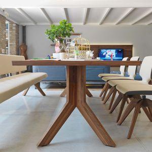 Tisch yps aus Naturholz in Nussbaum