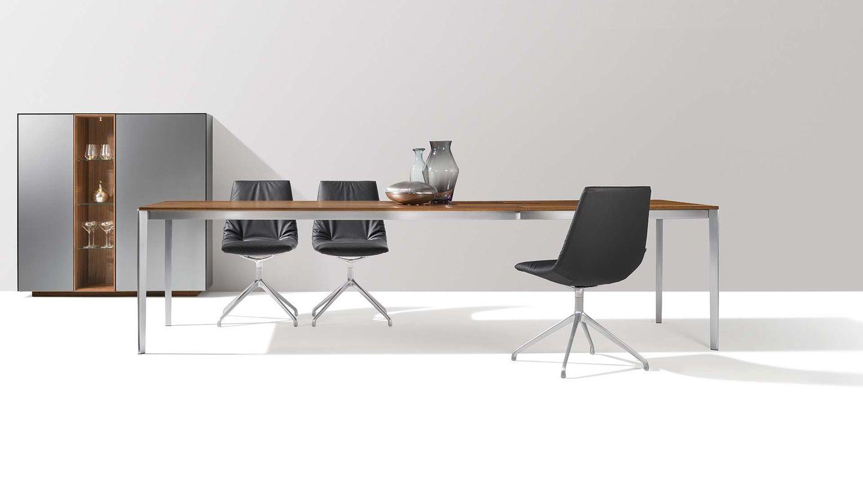 Раздвижной деревянный стол tak на металлической стойке