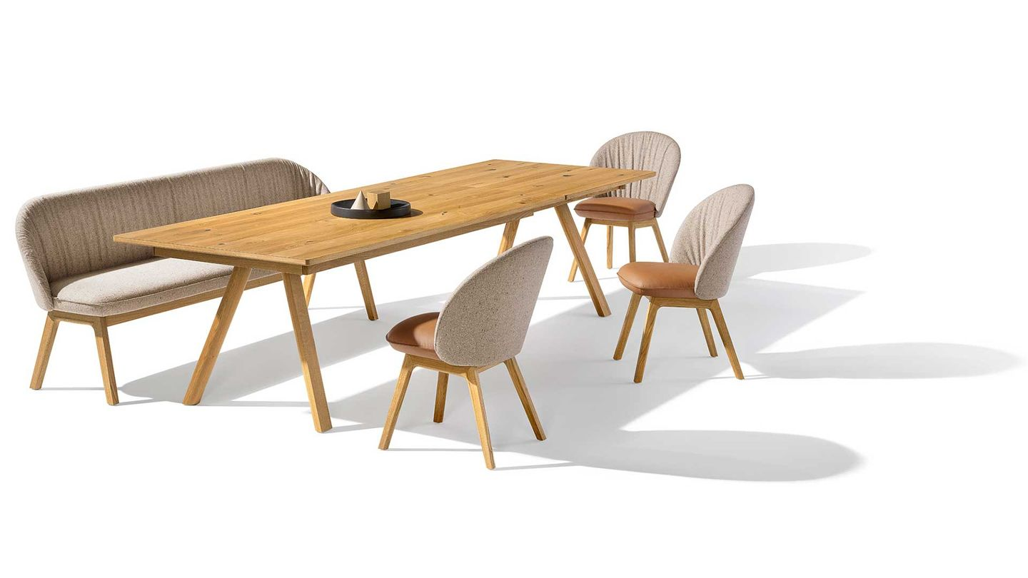taso table with flor bench and chairs