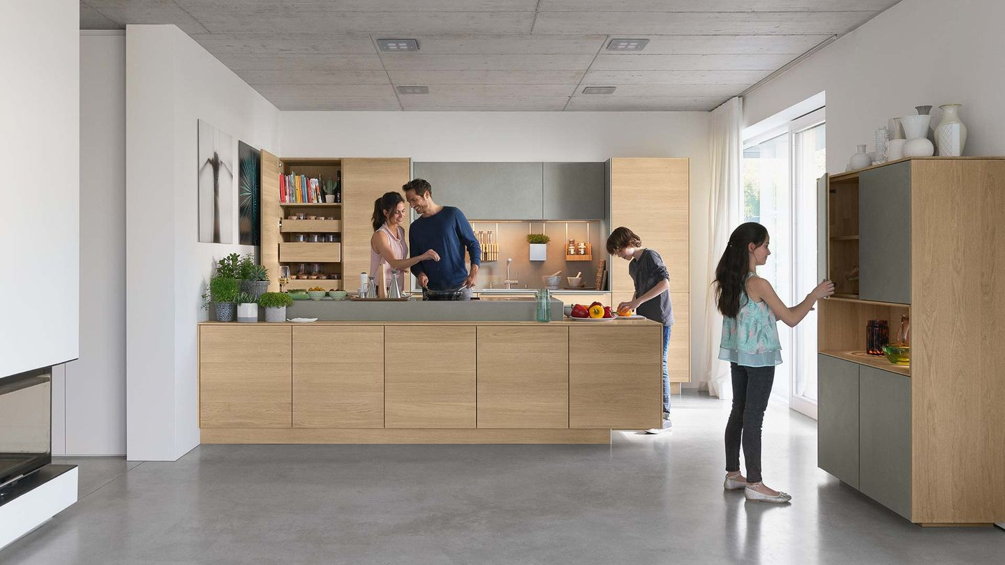 Solid wood kitchen filigno in oak from front view