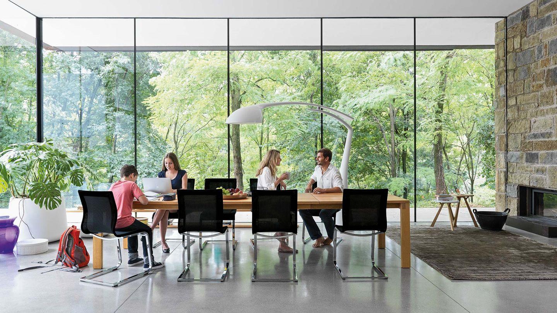 Chaises cantilever magnum avec table extensible magnum