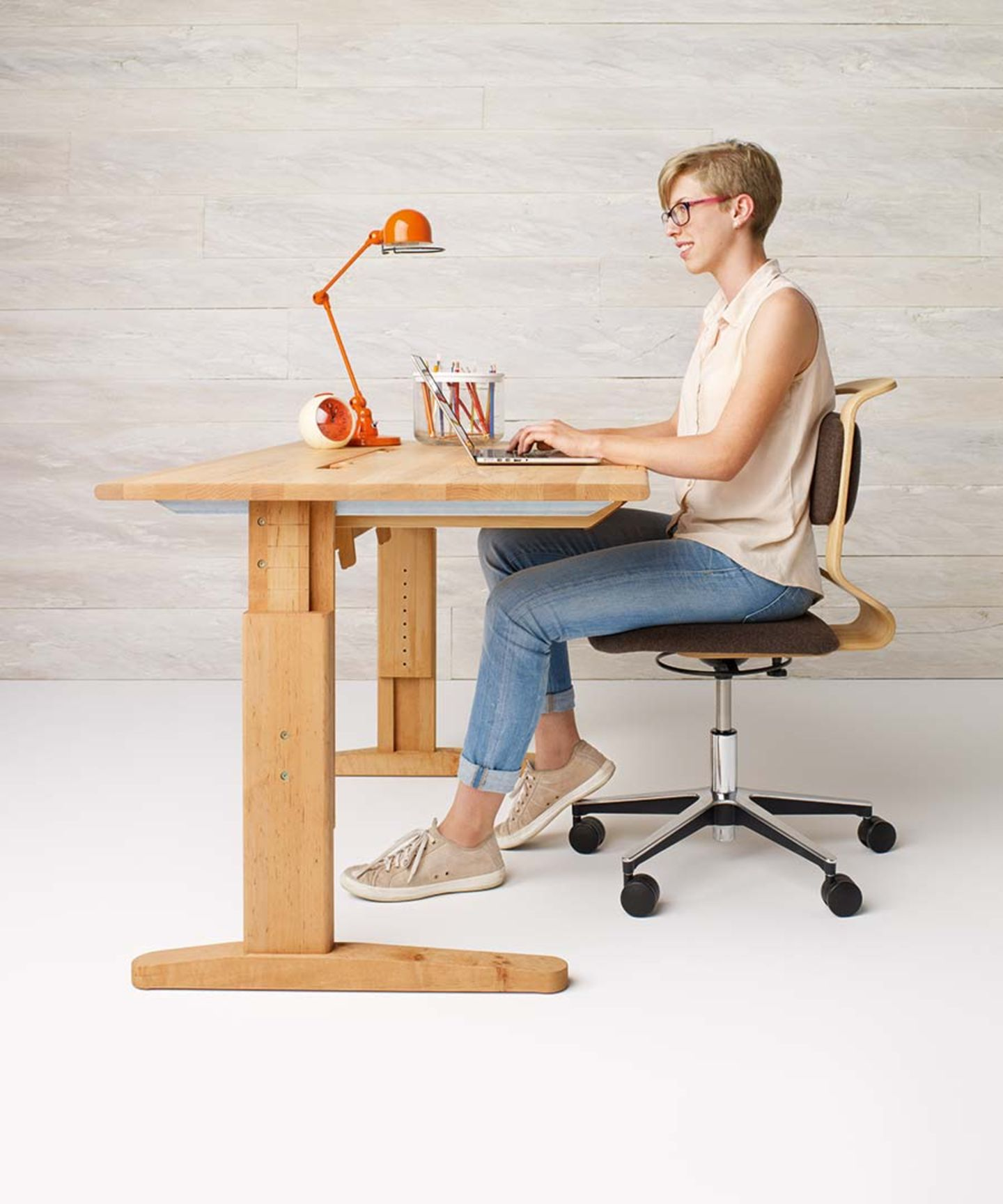 mobile height-adjustable desk made of solid wood