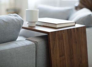 Table d'appoint sidekick en bois massif avec canapé