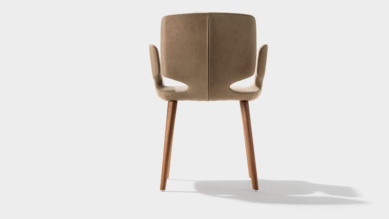 chaise aye avec couture en cuir naturel de TEAM7