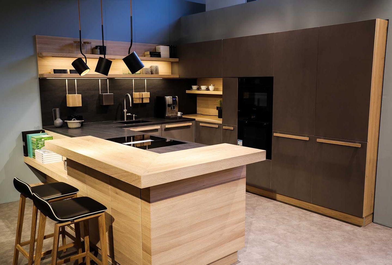 cera line Küche in Eiche Weiß mit ark Barhocker.