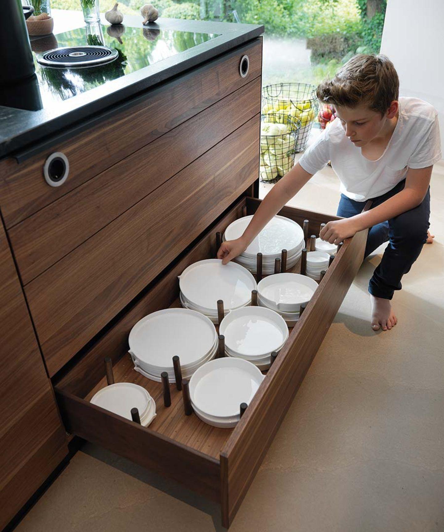Cuisine en bois black line avec entretoises pour les fonds d'assiettes