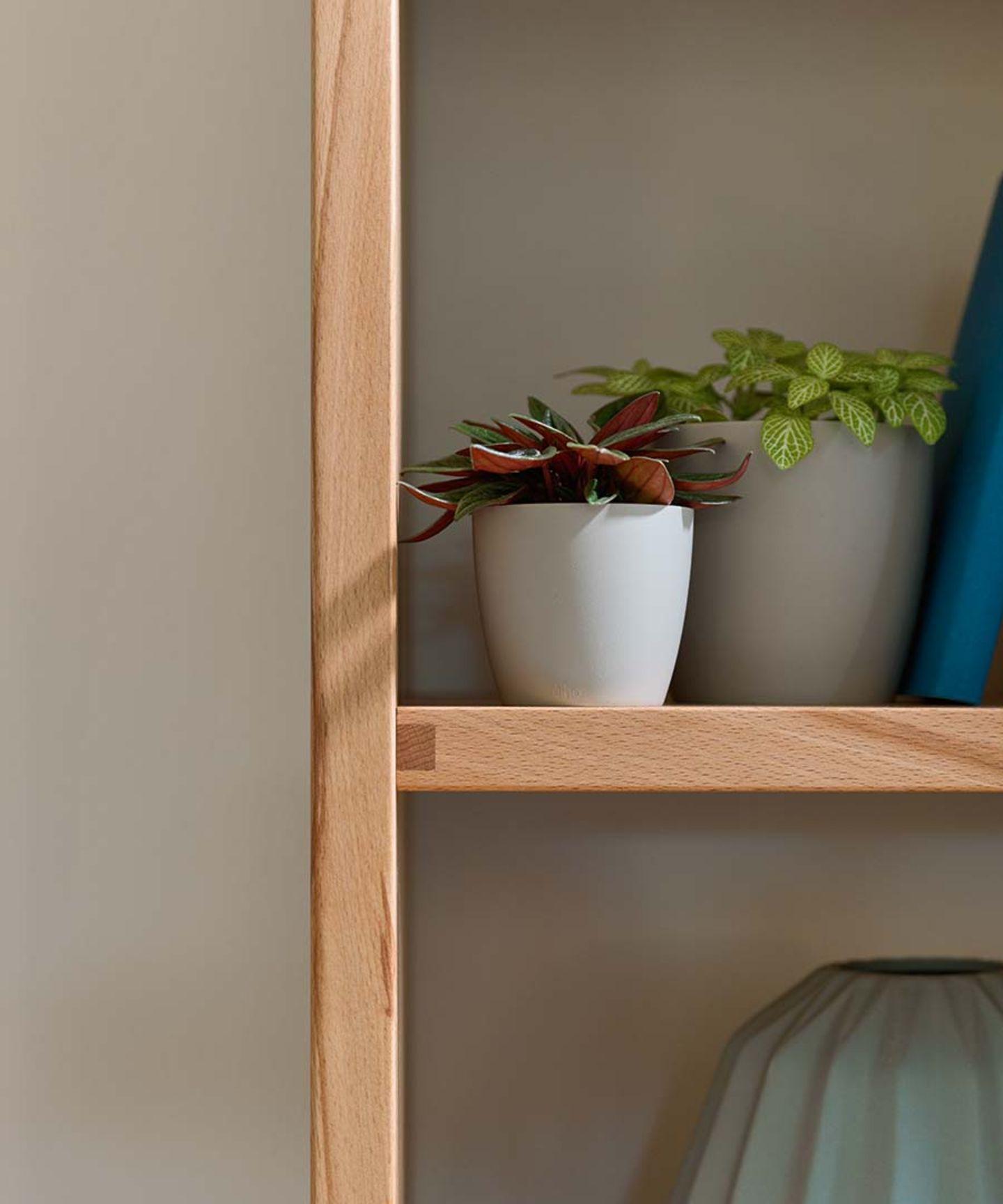 Parete attrezzata cubus in legno massello realizzata con cura artigianale