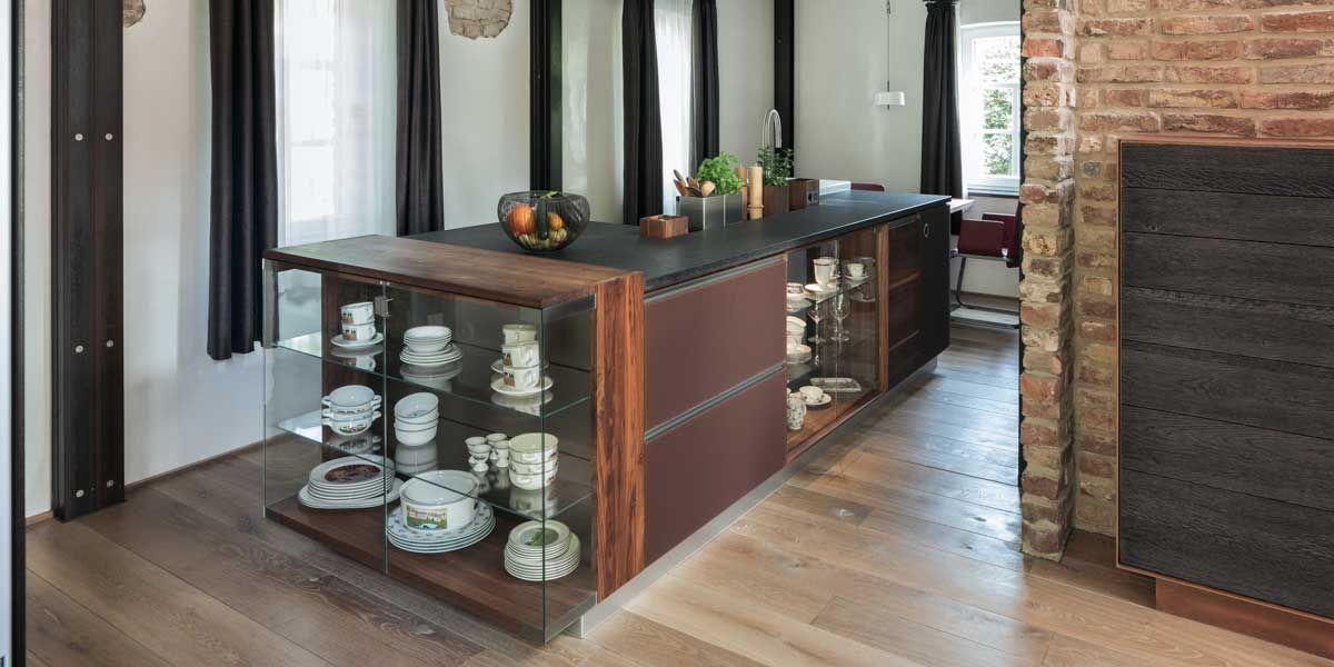 linee Kücheninsel in Nussbaum von TEAM 7 Wels