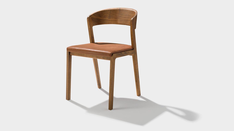 chaise mylon en noyer avec assise rembourrée