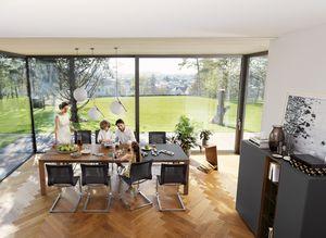 Mobile per zona pranzo tavolo magnum in legno naturale di TEAM 7