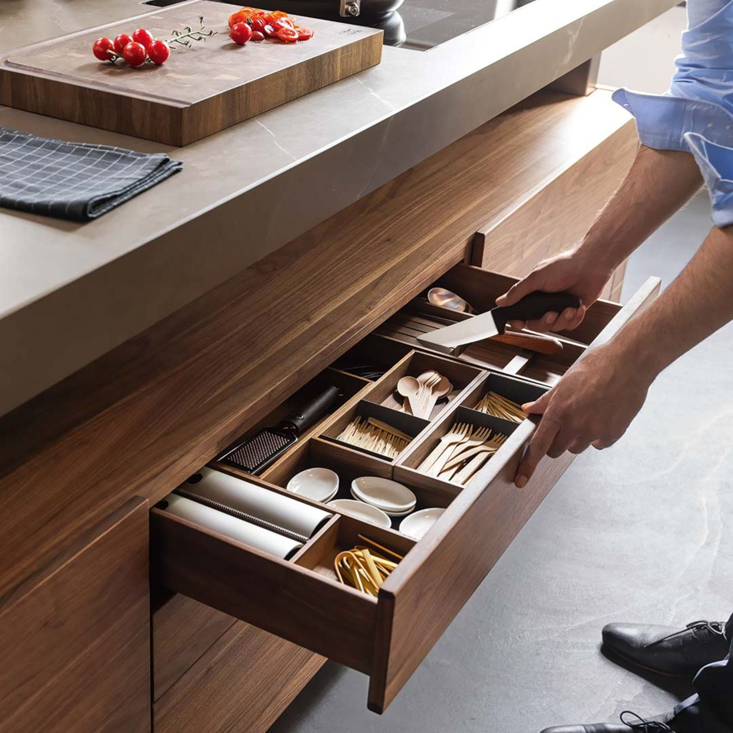 k7 kitchen island with drawer with practical interior organisation