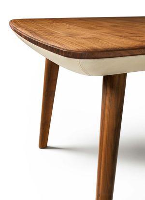 Tavolo flaye in legno massello di noce con profilo in pelle